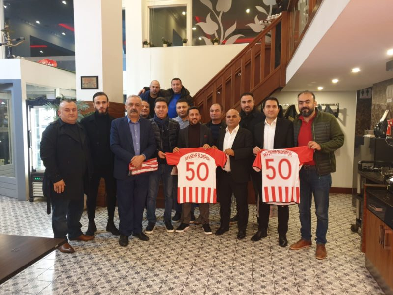 Belediye Başkanı Arı, Hollanda'daki Türk İş İnsanları Ve Gurbetçilerle Buluştu