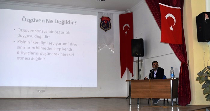 Tutuklu ve hükümlülere özgüven konulu konferans