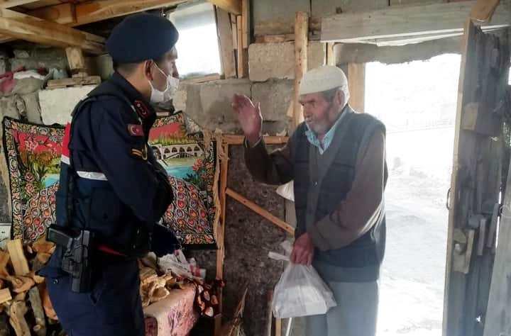 Jandarma, emniyet ve zabıta yaşlıların yanında
